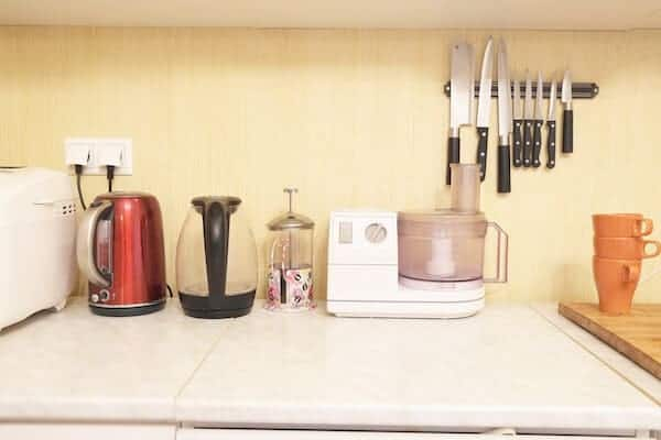 kitchen-appliances-on-countertop